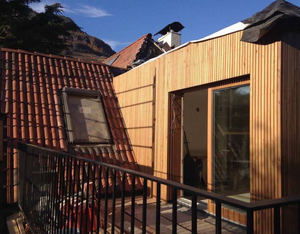 Dél-Tirolban, Völs am Schlern-ben található faházépítő cég